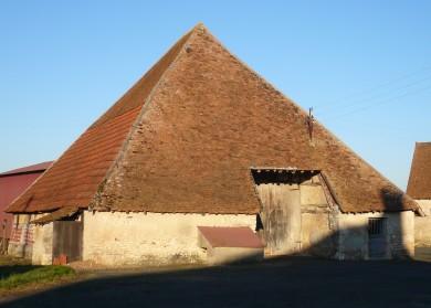 Gâtinais-Berry : Grange pyramidale à Beaulieu sur Loire