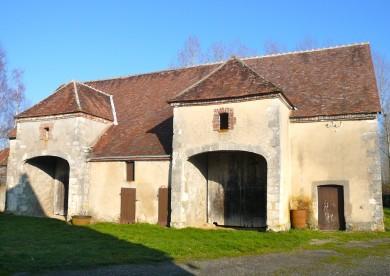 Gâtinais : Dépendances rurales à Saint Maurice sur Aveyron avec porteaux et appentis en basse goutte